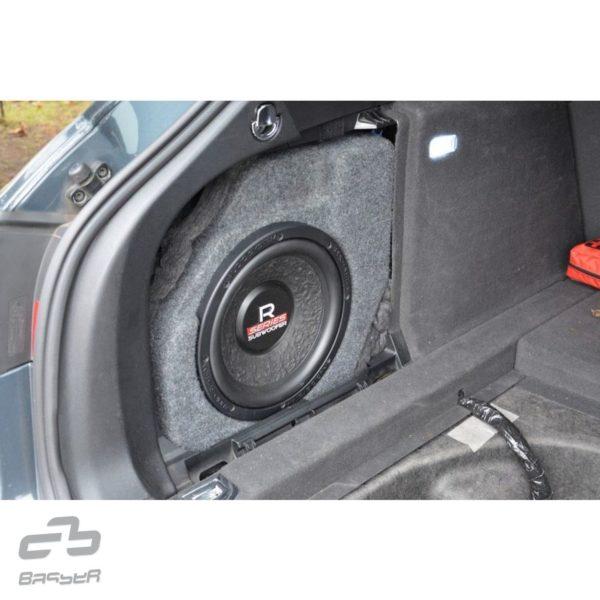 Basser bassokotelo Audi A4 Avant B8 paikallaan.